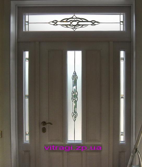 входные двери с витражами и стеклопакетами